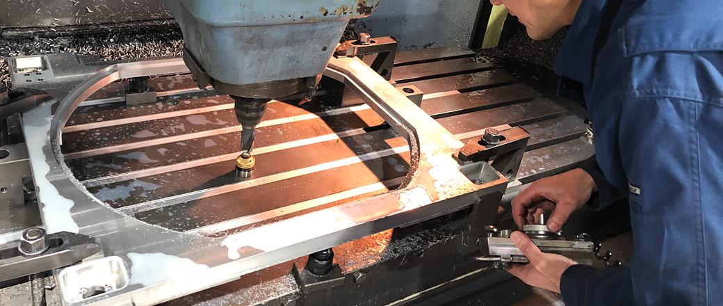 最新鋭の設備と洗練された技術、多種少量生産から量産品まで柔軟に対応できる生産体制を整えております。